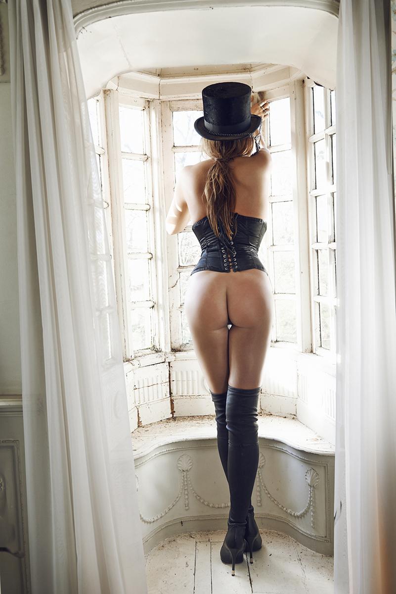 Lola Brood Playboy 5